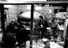 spi_262 (la_imagen) Tags: türkei turkey türkiye turquía istanbul istanbullovers sw bw blackandwhite siyahbeyaz monochrome street streetandsituation sokak streetlife streetphotography strasenfotografieistkeinverbrechen menschen people insan eminönü restoran restaurant