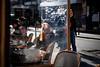 Street - La rousse sous vide (Paolo Pizzimenti) Tags: vide rousse femme yeux casquette photographe atelier magasin marchéenfantsrouges paris paolo olympus zuiko omdem1mkii 17mm 25mm f18 film pellicule argentique doisneau
