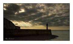 Le phare de Saint-Valéry-en-Caux (Rémi Marchand) Tags: phare mer manche sunset nuages jetée môle digue saintvaléryencaux hautenormandie france canon7d seinemaritime lighthouse normandie