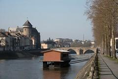 Bateau-Lavoir Saint Julien à Laval (Charles-Fernand) Tags: bateau lavoir ancien mayenne rivière château laval eau