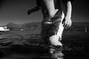 Por qué te entregas a esa piedra / Niño de ojos almendrados (.KiLTRo.) Tags: panguipulli regióndelosríos chile cl kiltro boy kid child water lake calafquén wideangle pov summer fun