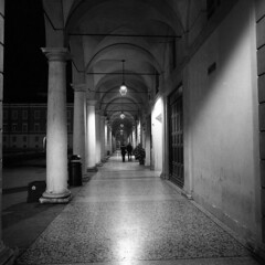 Nocturne - Modena - December 2017 (cava961) Tags: modena night nocturne analogue analogico monochrome monocromo bianconero bw 6x6