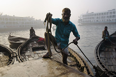 (pratyay) Tags: sakibpratyay streetphotography candid sadarghat boat buriganga river silhouette fog water bangladesh bangladeshstreetphotography dhaka dhakastreetphotography dhakaoldtown dock boatman documentaryphotography decisivemoment