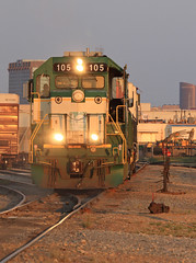Heading for the tie up (GLC 392) Tags: golden light sunset tie up switch 105 california northern gp151 cfnr dgno dallas garland northeastern 2001 rail america 3gs21c nre national railway equipment texas miller turn outdoor