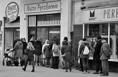 Fat Thursday Donut Day (rafasmm) Tags: fat thursday donut day street streetphoto streetlife streets people łódź lodz poland polska piotrkowska europe shopping ourdonat shop nikon d90 nikkor 18105 blackwhite bw monochrome citycenter citylife citynature