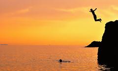 fly (poludziber1) Tags: skyline summer sky sea sunset colorful color colorfull clouds orange people silhouette light landscap liguria levanto travel italia italy beach matchpointwinner mpt620