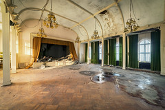 2 / 2018 (the-black-swan) Tags: urban urbex abandoned exploration verlassen verfallen vergessen old past place places lost decay hdr forgotten sony architektur gebäude geometrisch decayed derelict marode fineart art architecture ballsaal ballroom a99ii candles