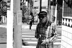 boêmio (renanluna) Tags: homem man liberade rua street monocromia monochromatic pretoebranco blackandwhite pb bw sãopaulo 011 sp br 55 fuji fujifilm fujifilmxt1 xt1 35mm fujinon35mmf14xfr fujinon renanluna