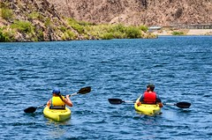 Kayakers on the Colorado (Thomas Dwyer) Tags: kayak coloradoriver willowbeach marina river thomasdwyer nikon d7000 55200