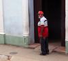 Disculpe, señor.. (Robyn Hooz) Tags: senor disculpe indicazioni cuba santaclara rosso red hat muro walls faccia moustaches