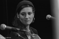 PKA_3022 (pekuas) Tags: shireen pekuas festivalmusikpolitik wabe berlin jugendtheatertage wessen welt künstler aktion folk songwriter
