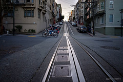 The Streets of San Francisco (hapePHOTOGRAPHIX) Tags: 840snf 840vsa américadelnorte california estadosunidosdeamérica fahrzeug fujixe3 kalifornien motorrad nordamerika northamerica sanfrancisco schienenverkehr transport usa unitedstatesofamerica vereinigtestaatenvonamerika automotive dsplyys hapephotographix motorcycle railroad us
