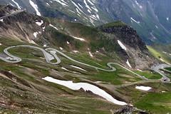 Beautiful bends of the Grossglocknerhochalpenstrasse in the alps, Austria (OnTheRoadAgainBlog) Tags: road roads mountains alps bends serpetine serpentines cars austria alpen grosglocknerhochalpenstrase grossglocknerhochalpenstrasse 24mm 700d canon