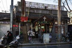 Chine, rue de Pékin (louis.labbez) Tags: chine ville china town labbez asie asia 2017 pã©kin beijing street rue catholique cross croix priã¨re religion religious pékin prière