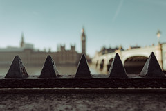 "4614C ""Toblerone"" (Panda1339) Tags: 28mm leicaq summiluxq london ldn architecture tourist uk sunlight toblerone bokeh bigben"