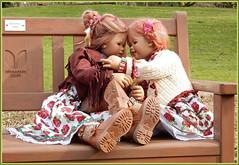 Ich muss Dir was erzählen ... morgen ist Sonntag ... (Kindergartenkinder) Tags: kindergartenkinder annette himstedt dolla annemoni sanrike gruga grugapark