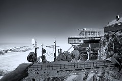COLD AS ICE, Zugspitze (W_von_S) Tags: zugspitze bavaria bayern germany deutschland mountains berge alpen alps bergstation mountainstation wolken clouds eis ice freezing gefroren wvons werner sony sonyilce7rm2 schwarzweis blackwhite monochrome monochrom sw outdoor january januar 2018 winter garmischpartenkirchen grainau