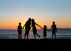 Connection (YetAnotherLisa) Tags: bakerbeach lisanoblephotography family familyportrait portrait sunset silhouette connection connected link holdinghands