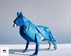 Wolf / Sói (triangleorigami) Tags: chiyogami nguyenlinhson paperwork triangleorigami origamivietnam origami wolf