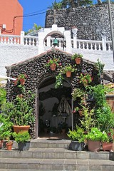 the chapel :) (green_lover) Tags: chapel puertodesantiago tenerife canaryislands spain architecture stairs steps bell fence pot 7dwf