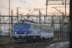 PKP IC EP07-1017 , Wrocław Główny train station 26.01.2018 (szogun000) Tags: wrocław poland polska railroad railway rail pkp station wrocławgłówny engine locomotive lokomotywa локомотив lokomotive locomotiva locomotora electric elektrowóz ep07 ep071017 pkpic pkpintercity train pociąg поезд treno tren trem passenger test special trial d29132 d29271 d29273 d29276 d29285 d29763 e30 e59 dolnośląskie dolnyśląsk lowersilesia canon canoneos550d canonefs18135mmf3556is