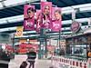 Die umstrittene Veggie ist Halal alles rosa Werbung (Casey Hugelfink) Tags: munich münchen hauptbahnhof münchenhauptbahnhof hbf centralstation ad advertising werbung katjes katjesjesjes rosa pink hidjab hijab halal halalfood veggie train trainstation zug bahnhof briochedoree
