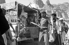 Yemen  اليَمَن - 1991 (benoit871) Tags: yemen yemensouksanaabwイエメンiémeniêmenyamanyeméniυ اليَمَن aden souk sanaa bw イエメン yémen yêmen yaman yeméni