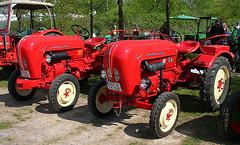 Porsche Juniors (Schwanzus_Longus) Tags: thedinghausen german germany old classic vintage farm farming machine vehicle tractor porsche diesel junior