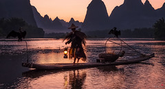At Day's End (Hilton Chen) Tags: cormorantfisherman xingpingfishingvillage guangxiprovince landscape bambooraft twilight birds mountains autumn guilin liriver china guilinshi guangxizhuangzuzizhiqu cn