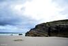 (Noemí pl.) Tags: mar agua playa playadelascatedrales rocas piedra cielo azul nubes airelibre ribadeo galicia belleza nature naturalea paisaje arena