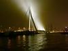 NEDERLAND,NETHERLANDS,HOLLAND,PAYS-BAS,L'HOLLANDE,HOLANDA,ROTTERDAM,EL CAMINITO DE LOS CURIOSOS EN ROTERDAM,Le chemin de curieux à Rotterdam,Latino-Américains aux Pays-Bas, Erasmus brug, Puente Erasmus, una noche de niebla, Nacht en mist op de Erasmusbrug (LATINOS AMERICANOS EN HOLANDA) Tags: nederland netherlands holland paysbas lhollande holanda rotterdam elcaminitodeloscuriososenroterdam lechemindecurieuxàrotterdam latinoaméricainsauxpaysbas erasmusbrug puenteerasmus unanochedeniebla rotterdamcentrum nachtenmistopdeerasmusbrug labyrinthejorgeluisborges argentine latinosamericanosenholanda straatfotografie photographiederue streetphotography rotterdammer latijnsamerikaneninnederland