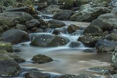 Flotando entre rocas (pedroramfra91) Tags: invierno outdoors exteriores winter rio river agua water rocas rocks seda silkefect