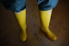 Yellow Hunters (essex_mud_explorer) Tags: wellies wellington rubber rubberboots wellingtonboots wellingtons welly gummistiefel gumboots rubberlaarzen rainboots bottes stivali caoutchouc hunter hunterboots hunterwellies hunterrainboots hunterwellingtonboots yellow