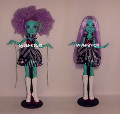 Monster High Freak du Chic Honey Swamp Makeover (JadeBratz18) Tags: bratz bratzdoll passion passion4fashion fashion fashiondoll fashiondolls doll dolls dollhair dollcollector dollcollection dollmodel dollphotography onlybratzarebratz itsgoodtobearealbratz jadebratz18 photography photoshoot photoshop myscene scene barbie barbiedoll mattel mga monsterhigh everafterhigh model style hair gold sunset red art restyle makeover freak du chic honey swamp afro straight