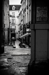 Street in Paris (damar47) Tags: pentax pentaxart pentaxian pentaxk30 monochromatic monochrome biancoenero blackwhite blackandwhite ruelle vicolo street streetlife streetphotography streetview streetstyle urban paris parigi french france francia sign signs