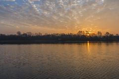 Sunrise Domein Bergelen (Flandrach) Tags: sunrise lake meer zonsopkomst water bomen trees morning ochtend nature natuur natuurdomein reservaat wolken clouds moorsele bergelen winter