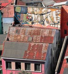 #Valparaiso as seen by #ArturoNahum (Arturo Nahum) Tags: valparaiso chile arturonahum travel viajes unescoworldheritagesite uhd graffiti wallart fachadas facades artwork streetart doors windows puertas ventanas