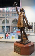 Mary Tyler Moore Tosses Her Hat (peterkelly) Tags: minneapolis minnesota marytylermoore downtown touristoffice digital northamerica us usa unitedstatesofamerica unitedstates bronze tv show throwing hat sculpture statue mtm glass window canon 6d