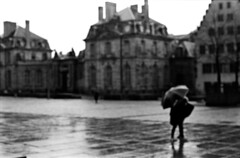 pluie, fantômes (hugobny) Tags: ilford pan 400 argentique analogue analog analogique caffenol cl p30 pentax pentaxp30 pentaxlens 55mm smc f18 strasbourg street semistand
