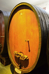 Wine Barrel [Riquewihr - 7 December 2017] (Doc. Ing.) Tags: brown 2017 france alsace grandest basrhin sélestaterstein riquewihr wood barrel winery wine alsacewineroute upperrhine