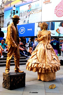 1.223 - Piccadilly, human statues