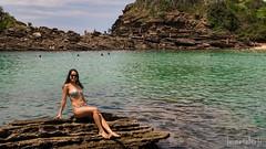 Ferradurinha (Jaime Sales) Tags: búzios praia beach ferradurinha sea mar pedras rocks girl girlfriend biquini bikini verde green brasil brazil