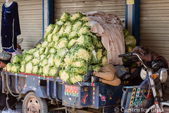 It was a long drive to the market (10b travelling / Carsten ten Brink) Tags: 10btravelling 2017 asia asian asien carstentenbrink centralasia china chine chinese genericplaces iptcbasic kashgar kashi otherkeywords prc peoplesrepublicofchina silkroad uighur uigur uyghur uygur xinjiang cabbgae cart citymarket fresh kasgar lettuce market sleeping tenbrink woman 中华人民共和国 中国