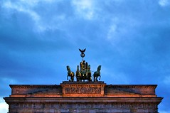 Symbol of unity (Pictures in my head) Tags: germany berlin visit country city trip with friends students university history enjoy good time cold winter blue evening sky brandebourg tor gate symbol unity after war photography architecture beauty discover ciel bâtiment