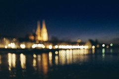 Dreamcity (mripp) Tags: art vintage retro old city urban stadt cityscape historic landscape regensburg oberpfalz upper palatinate bayern bavaria river floss danube ratderdonaustädteundregionen danubestraegy european union europe bokeh night nacht blue lights leica q