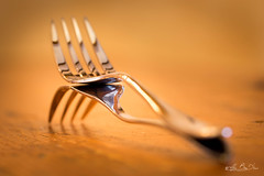 Galbe sensuel...! - Sensual curve ...! (minelflojor) Tags: table macro fourchette art bokeh couvert manger tamronsp90mmf28dimacro11vcusd argenterie fork covered eating tamronsp90mmf 28dimacro1 1vcusd silverware