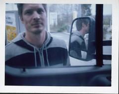Hannover005 (Mundo Kela) Tags: fujifilm fp100 polaroid polaroidlandcamera people gente color colour farbe man hombre retrato portrait peelapart