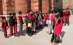 school excursion at qutub minar (kexi) Tags: delhi india asia qutubminar tower minaret sandstone school group excursion children photo tall monument history red canon february 2017 people instantfave