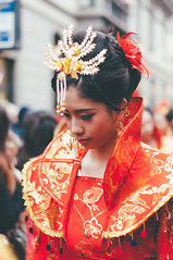 红色。 (Nicole Favero) Tags: verde hong se love mine nicole nicolefavero chinese people lovely cute cool crazy newyear chinesenewyear photography red color dress china wow chinatown nikon nikond5000 camera reflex parade awesome instagram milan wonderful flawless face portrait