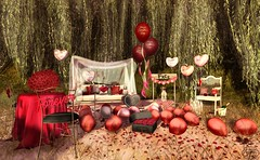 Free Kisses for everybody (Decorizing) Tags: love valentines balloons roses petals champagne dog pet puppy kiss booth tree weepingwillow willow hive sayo nomad beedesigns